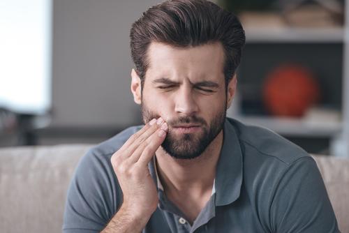 Usan a 10 Personas en un experimento para comprobar lo que le ocurre con los dientes al dormir con la boca abierta