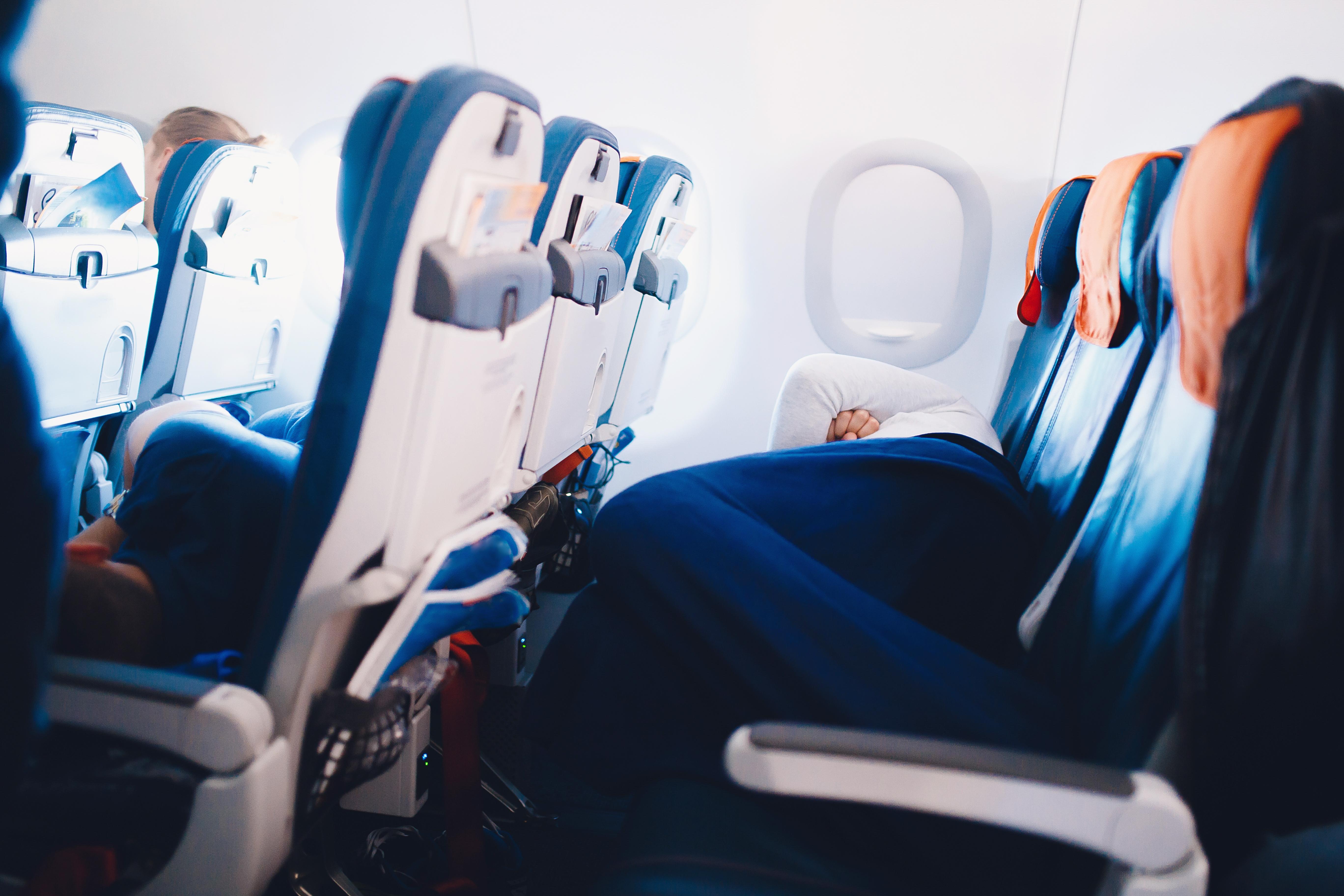 7 consejos para sobrevivir a una vuelo largo 01