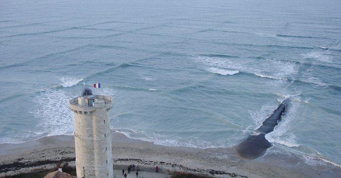 conoce el significado de la existencia de olas cuadradas en el oceano banner