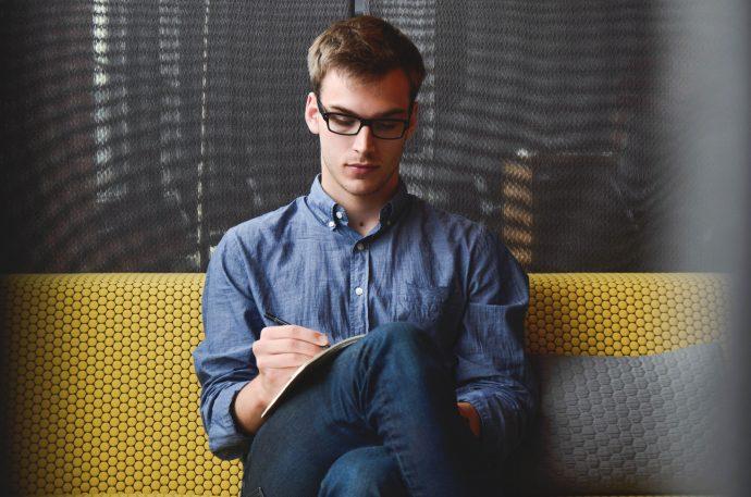 8 Cosas que deberíamos hacer en el trabajo para no acabar mal con el jefe y empezar a ser más felices