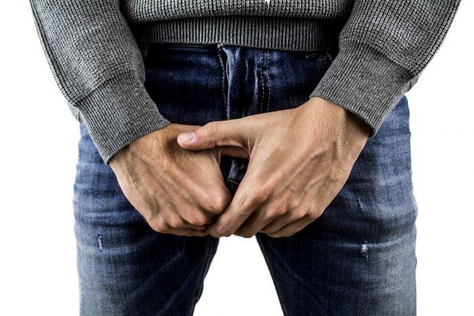 Perder los testículos mientras dormimos es posible: la historia del paciente que los perdió en la cama