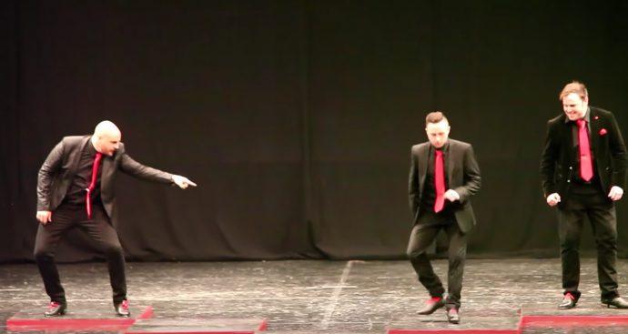 4 Hombres demuestran el poder de la danza irlandesa con la sorpresa que se tenían guardada con el 5º bailarín