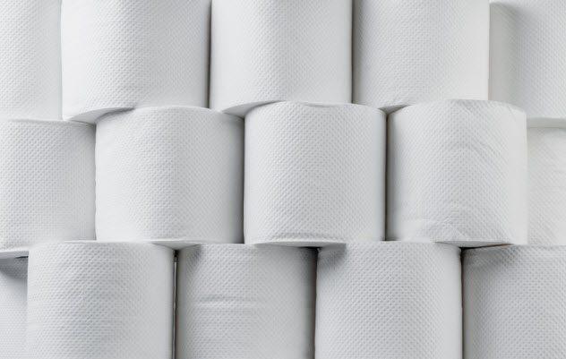 """7 """"Divertidas"""" cosas los antepasados han hecho a lo largo de la historia con el papel higiénico"""