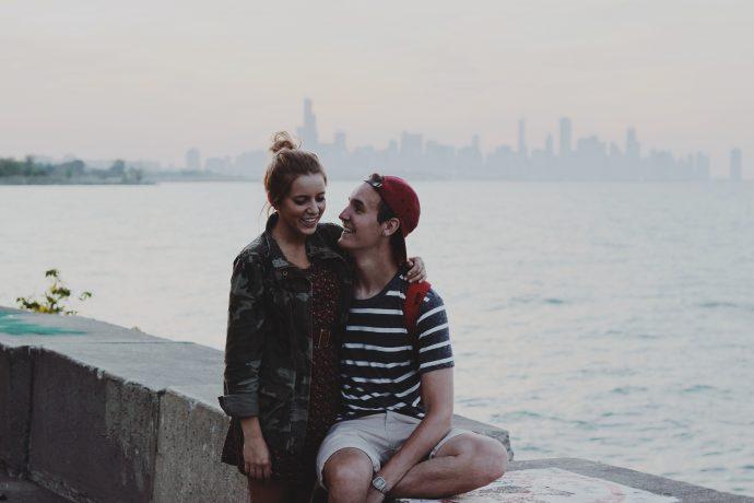 6 Típicas señales que muestran los hombres para indicarte que realmente le gustas