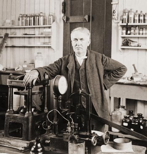 Edison, la doble cara del inventor y hombre de negocios que pisaba a sus competidores y robaba a sus empleados
