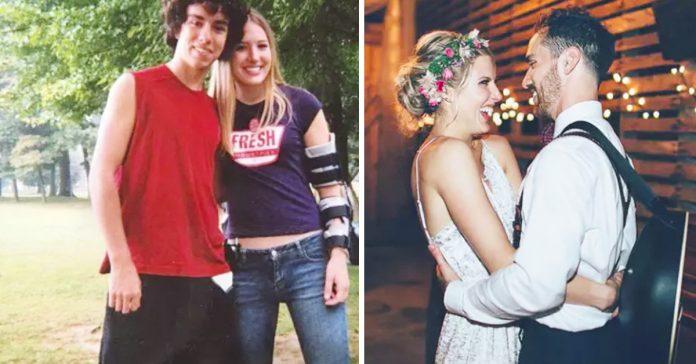 una chica para a su amigo de suicidarse y ahora se ha convertido en su marido banner