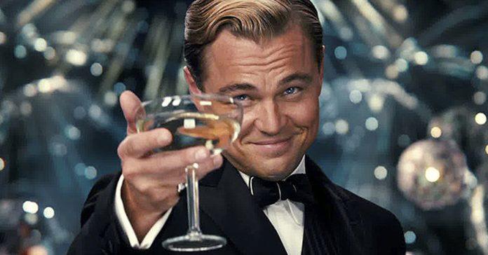 10 peliculas para disfrutar de una copa de vino en la mano banner