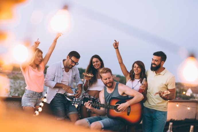 amigos cantando