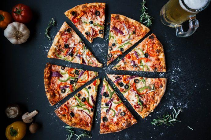 La ciencia acaba de hacernos felices al demostrar por qué la pizza es más sana que los cereales