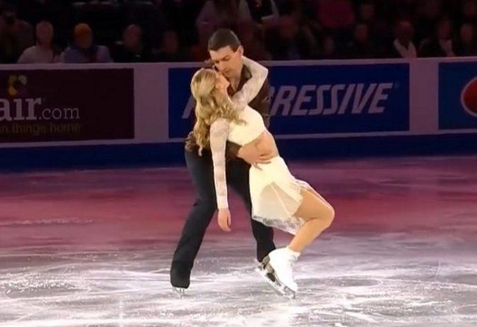 Una pareja es coronada como la mejor de patinaje sobre hielo tras una gran actuación frente a miles de personas