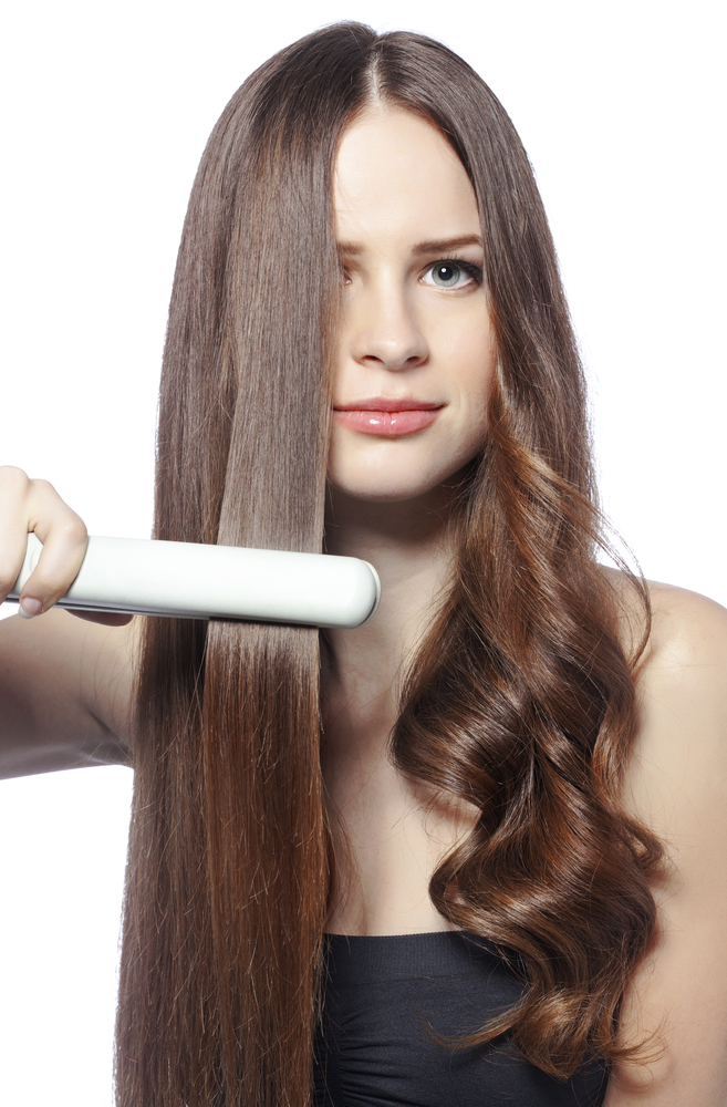 5 Típicos errores al plancharte y secarte el pelo que hacen que se te caiga