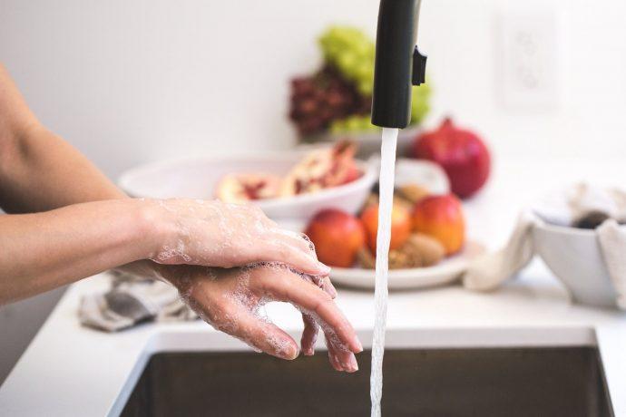 5 Trucos para acabar con el mal olor y evitar pasar vergüenza cuando nos huelan las axilas