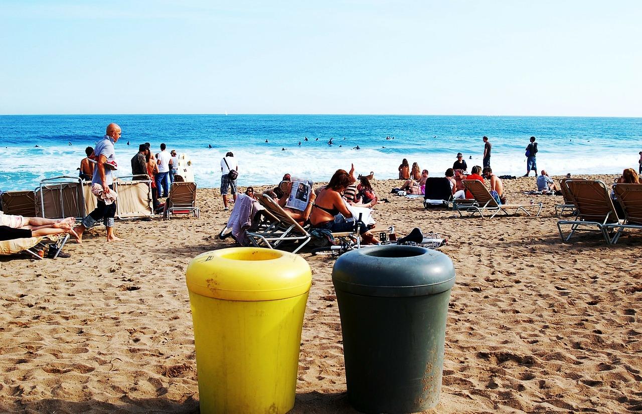 7 Cosas que no se deben hacer en la playa porque acaban en multazo