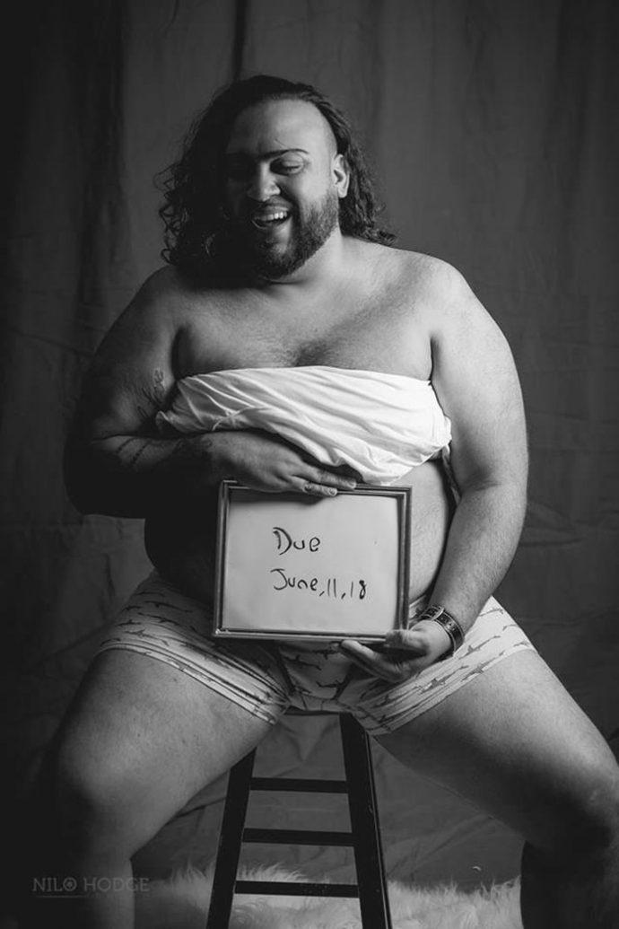 14 Imágenes del hombre que se hizo una sesión de fotos embarazado tras negarse su mujer a posar con él