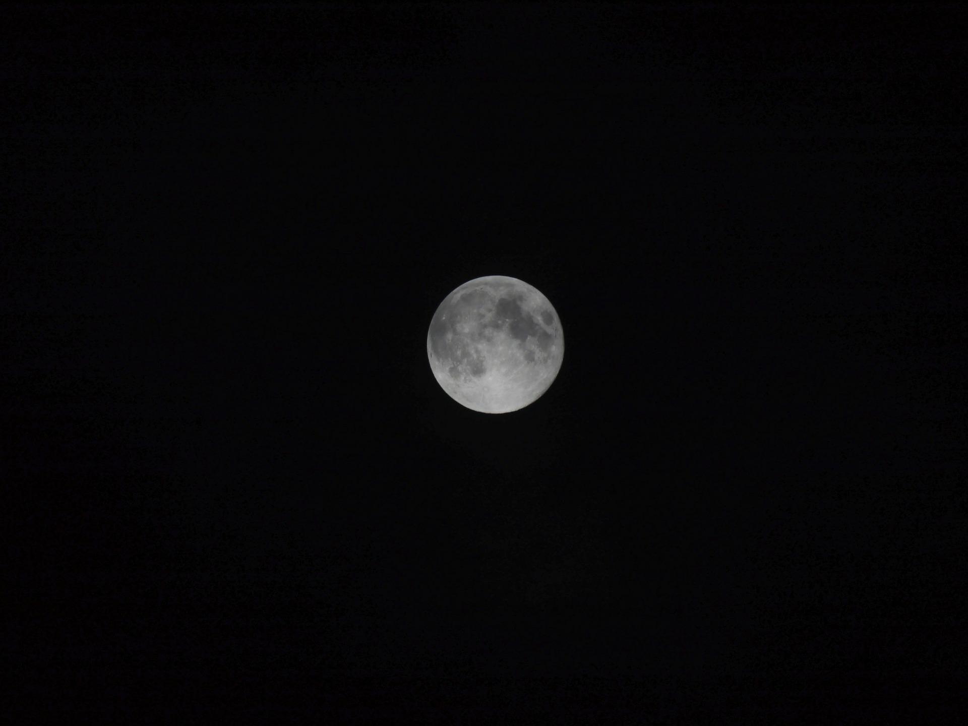 moon 65376 1920