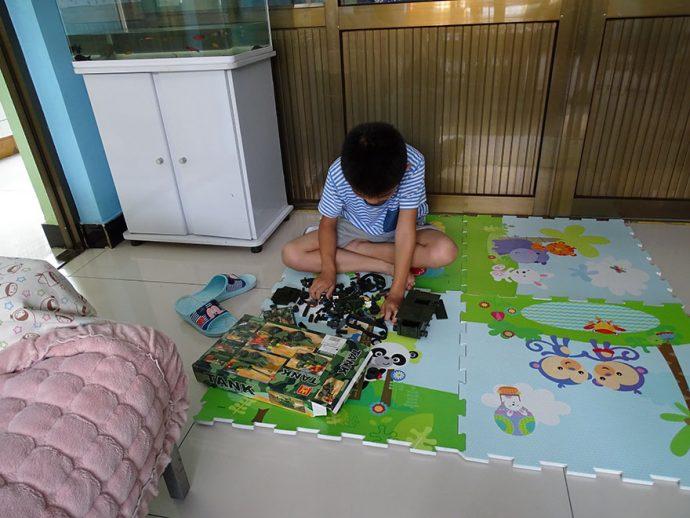 18 Imágenes que muestran los juguetes favoritos de los niños según los ingresos de sus padres
