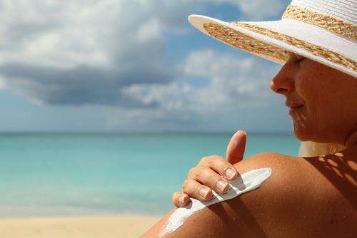 4 Prestigiosos Dermatólogos alertan del peligro que corre nuestro cuerpo cuando nos bronceamos en la playa