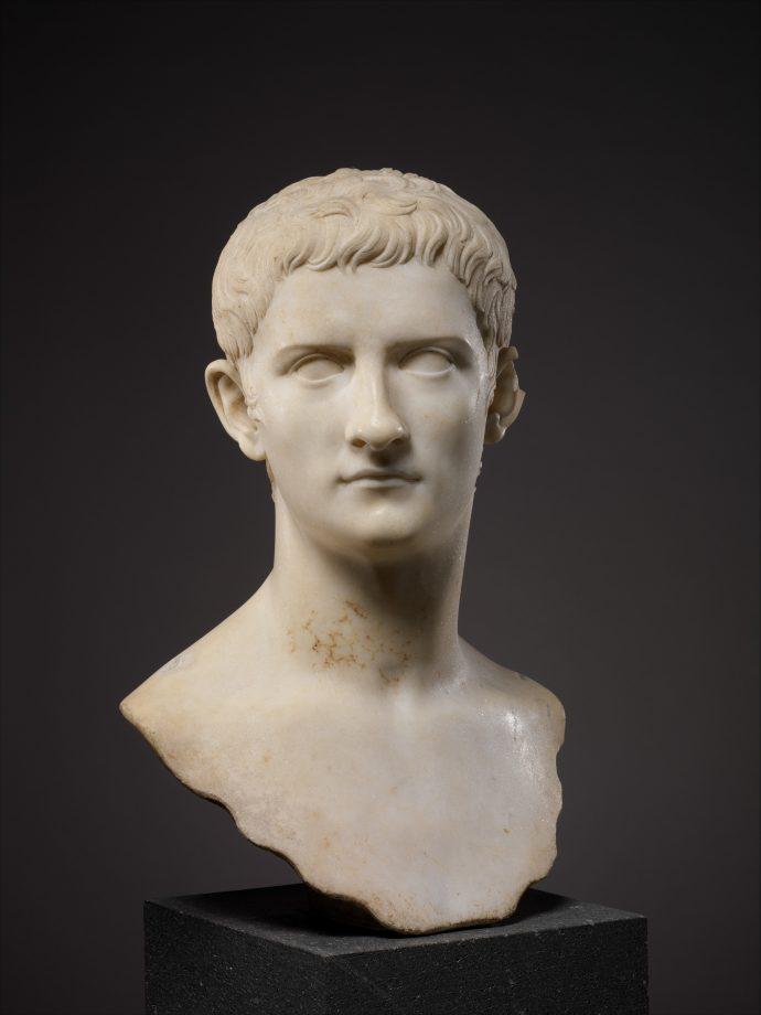10 Cosas que seguramente no sabías que hizo el emperador romano más loco de la historia