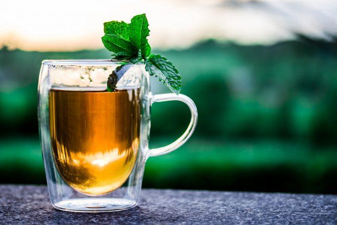 5 Cosas que te empiezan a ocurrir en el cuerpo cuando empiezas a tomar un té verde al día