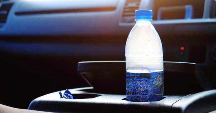 la verdadera razon por la que no debes dejar una botella de agua dentro del coche banner