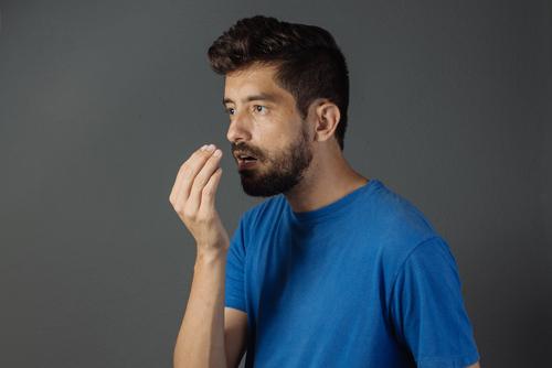 4 Cosas sobre el mal aliento para evitar pasar vergüenza en público