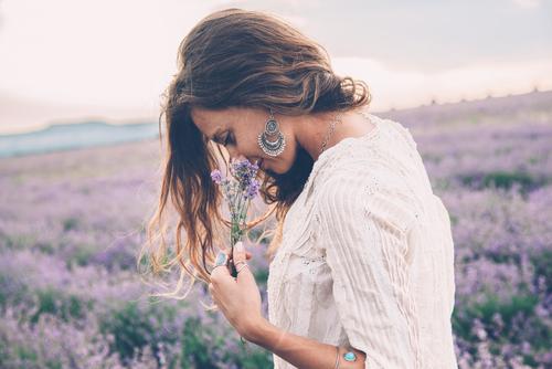 Las 3 Cosas que deberíamos saber sobre el olor de una persona por la que podríamos acabar enamorados