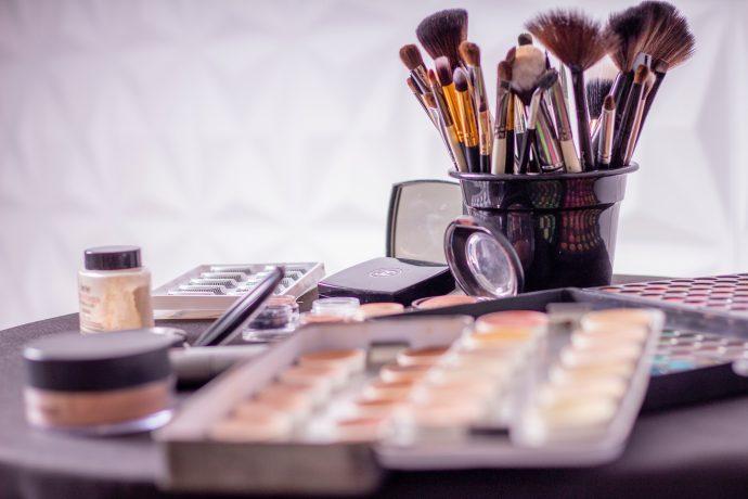 Los expertos advierten del peligro de comprar pintalabios y perfumes falsos que cada vez es más difícil diferenciarlos