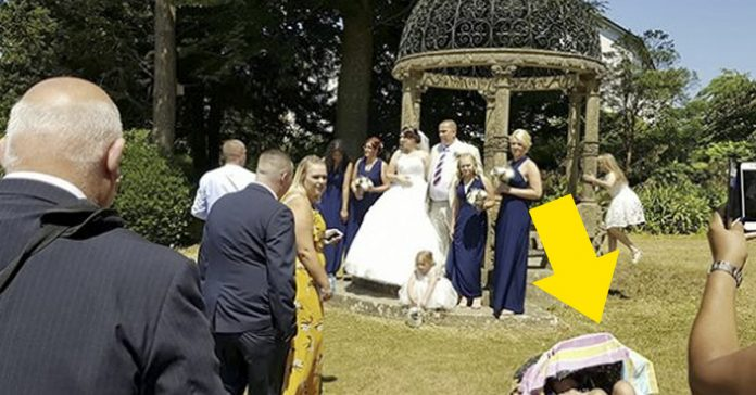 esta pareja tuvo que hacerse fotos boda mujer tomando sol banner