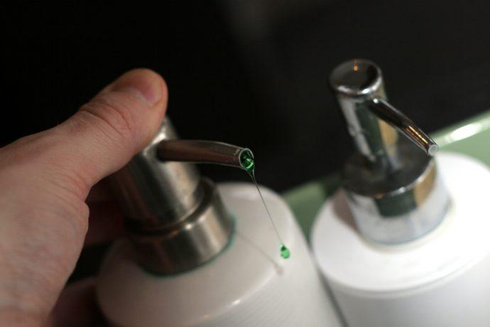 hand liquid finger bottle lighting drip 751504 pxhere.com