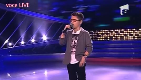 Un chico de 10 años con un vozarrón triunfa en directo en un vídeo que ya han visto más de 7 millones de personas