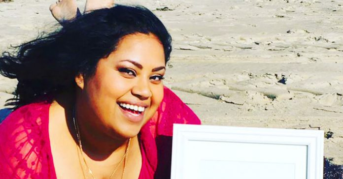la sesion de fotos con su oferta de trabajo que se ha vuelto viral banner