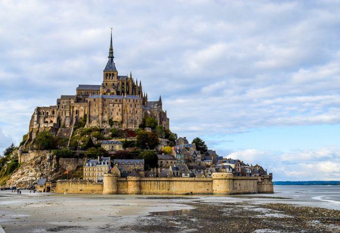 20 Castillos impactantes del mundo que han sido desgranados para conocer su fortuna