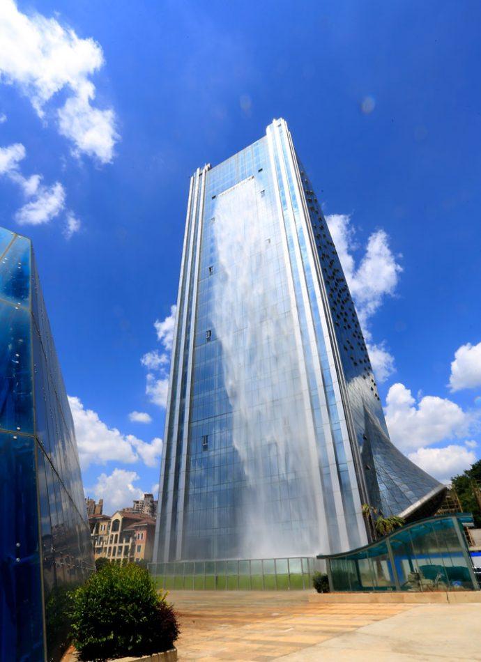 Unos chinos se viralizan con una gigantesca cascada de 105 metros de la noche a la mañana