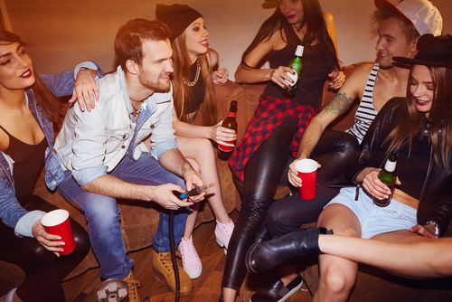 4 Razones por las que no debes dejar dormir a una persona borracha
