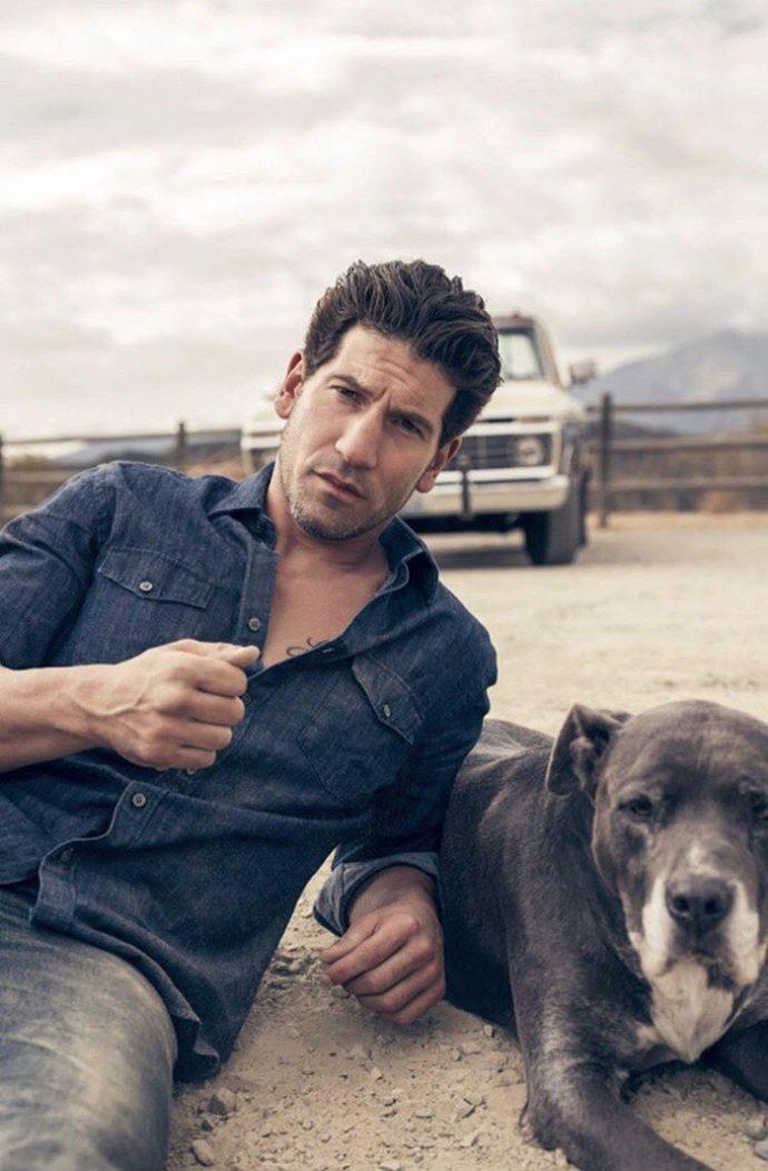 """20 Imágenes de la estrella de """"The Walking Dead"""" que muestra por qué 'jamás' deberíamos rescatar un pitbull"""