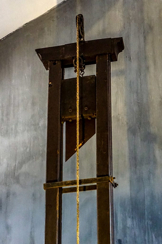 guillotine 1649490 1280