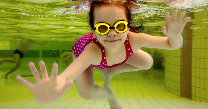 los cientificos alertan peligro corremos banarse piscina pipi banner