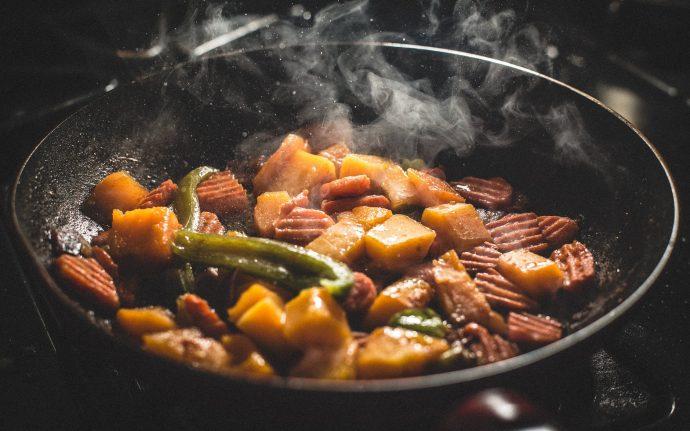 ¿Cuál es la mejor hora para cenar? 5 Cosas que ocurren al hacerlo temprano