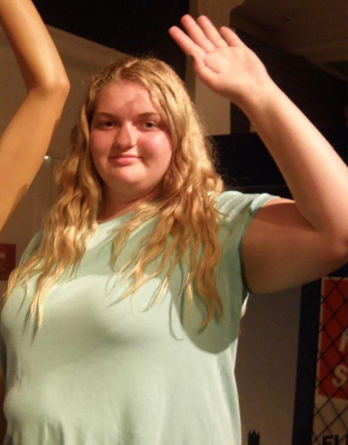Una chica de 16 años y 127kg da un giro radical para ponerse su vestido de graduación