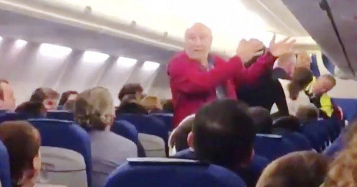 expulsan de un avion a una pareja de espanoles que no sabian ingles banner