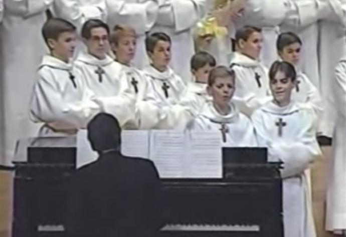 Dos niños del coro se viralizan con un video que no te deja aguantar la risa